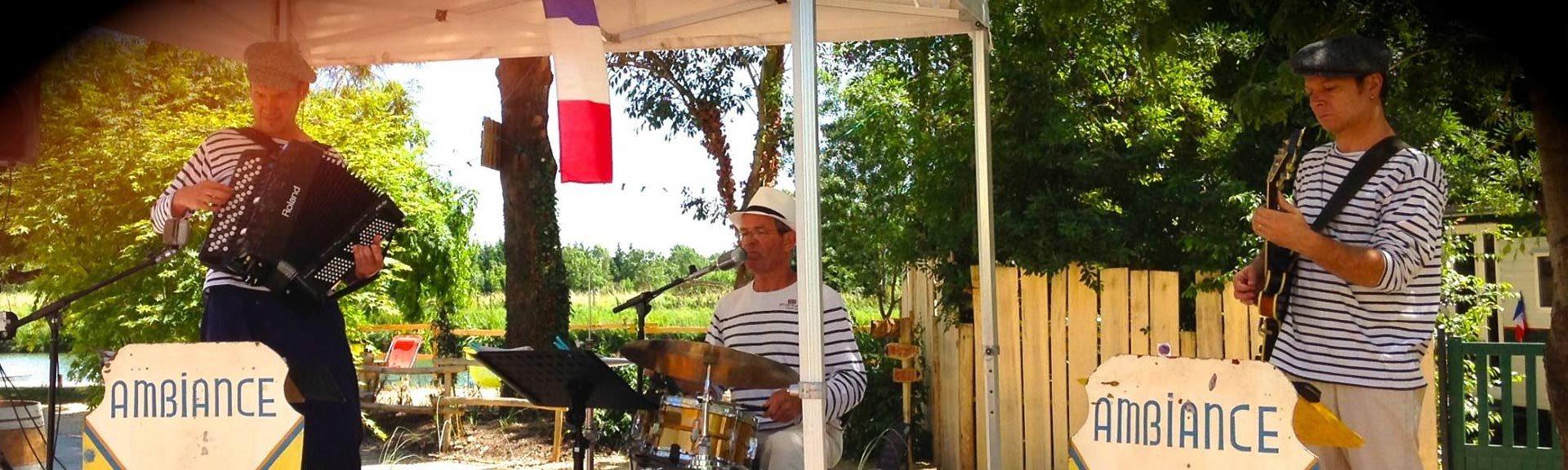 guinguette et ses musiciens au camping